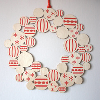 Red and White Timber Door Wreath 34CM